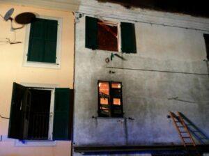 Genova, è morto anche il padre del bimbo lanciato dalla casa in fiamme