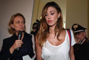 """Belen Rodriguez scortata dai carabinieri al processo Corona, l'Arma: """"Ordine pubblico"""""""