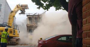 Operai demoliscono casa....e crolla quella accanto da 160mila dollari