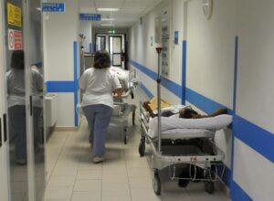 Padova, ospedale compra la super barella da 10mila euro ma...non entra in ambulanza