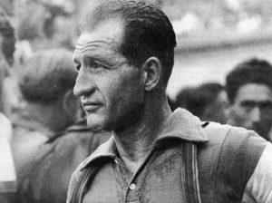 Giro d'Italia a casa di Gino Bartali. Nel '43 salvava gli ebrei portando messaggi sotto il sellino truccato...
