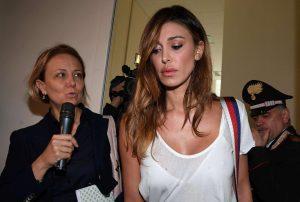 Belen Rodriguez racconta gli attacchi di panico di Fabrizio Corona a letto