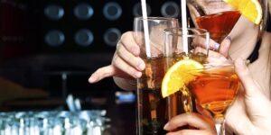 Treviso, Adunata degli Alpini: tre ventenni si fanno offrire da bere e poi in bagno...