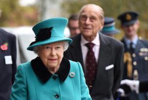 A Buckingham Palace convocazione di emergenza del personale. La Regina Elisabetta sta male?