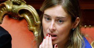 """Maria Elena Boschi """"commissaria"""" i ministri. La circolare: """"Ogni atto deve prima passare da me"""""""