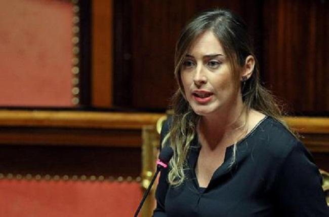 """Maria Elena Boschi, Maurizio Gasparri: """"Analfabeta e incompetente"""""""