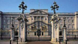 Regina Elisabetta cerca vicini: vendesi attico da 18 milioni di sterline
