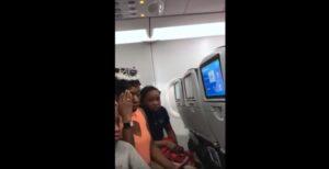 Famiglia costretta a scendere dall'aereo...per una torta di compleanno