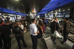 Roma, guasto elettrico alla stazione Termini: treni fermi per ore