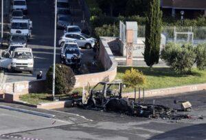 Incendio camper rom a Roma: spuntano volto e nome di chi ha lanciato la molotov