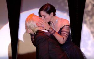 Monica Bellucci, tango con bacio nel finale con Alex Lutz a Cannes