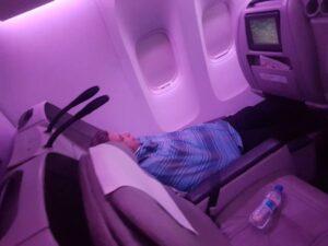 Comandante della Pia Air fa il pisolino in business durante il volo FOTO