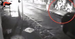 Tentato omicidio a colpi di pistola per uno scooter: baby gang arrestata a Torre Annunziata