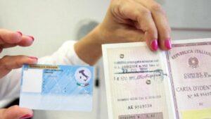 Carta d'identità elettronica, come fare per averla. Ma occhio al prezzo, costa il quadruplo