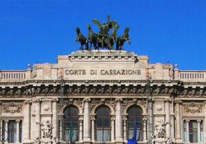 Trento, prof lesbica discriminata dalla scuola cattolica: istituto condannato ricorre in Cassazione