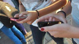 Vicenza, ragazza di 14 anni: video a luci rosse su WhatsApp. Ma il filmato si diffonde