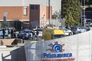 Roma Centocelle, ragazzo morto davanti centro commerciale Primavera: forse suicidio