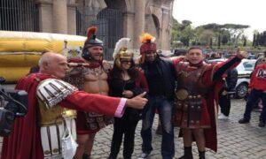 """Parla un centurione: """"Mai palpato una turista. Anzi, una volta una signora..."""""""