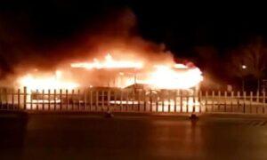 Cina, autobus prende fuoco: muoiono 11 bambini e l'autista