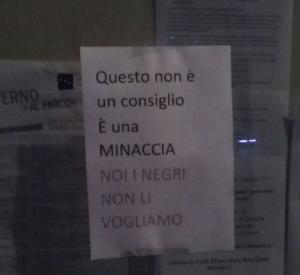 """Cuneo, migranti. """"Non vogliamo negri"""". La replica del medico, """"non vi curo più"""""""