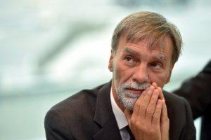 """Alitalia, Delrio: """"Cerchiamo chi la compri unita"""""""