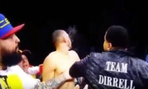 YOUTUBE Lo zio del pugile sale sul ring e picchia l'avversario