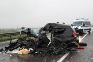 Ravenna, frontale auto-camion sulla Adriatica: gravissima una donna