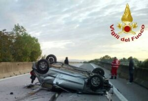 Donoratico (Livorno): tornano da discoteca e auto si cappotta: morti a 22 e 33 anni