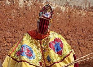Egungun, i fantasmi viventi del Benin. Chi li tocca...è destinato a morire