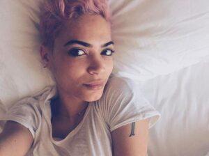 """Elodie abbandona Facebook: """"Troppi attacchi e insulti, mi cancello"""""""