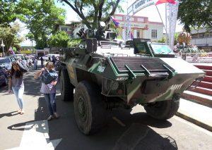 Isis nelle Filippine: terroristi prendono ostaggi in chiesa, Duterte impone la legge marziale