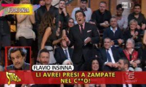 """Flavio Insinna, Striscia la notizia: """"Nella sua biografia bullismo e violenza"""""""