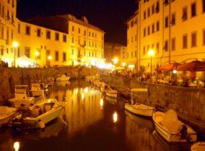 Livorno, spinse fidanzatina giù dai Fossi: arrestato un 17enne