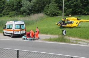 Trento, precipita col parapendio: morta sul colpo. La tragedia sotto gli occhi del marito