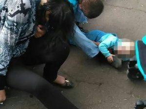 YOUTUBE Ucraina: genitori ubriachi non stanno in piedi. Figlio legato al passeggino