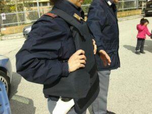 Polizia, giubbotti antiproiettile non reggono a proiettili e lame. Viminale aveva speso 800mila euro