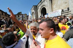 "Vaticano a Beppe Grillo: ""M5S come San Francesco? Non scherziamo..."""