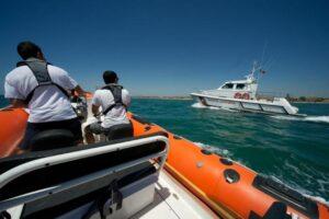 Monterosso, battello si arena sulla scogliera: salvati gli 80 passeggeri