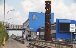 """Ilva, nei piani industriali fino a 6.500 esuberi. Sindacati: """"Tagli inaccettabili"""""""