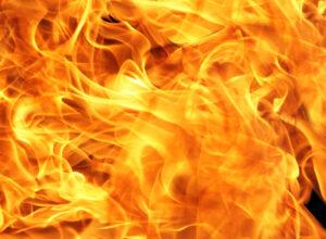 Roma, camper a fuoco: morte nell'incendio una ragazza e due bambine