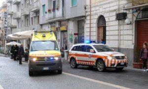 Roma, urta lo spartitraffico con lo scooter sulla Nomentana: è in fin di vita