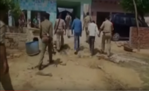 Mamma e figlia molestate in strada in India da 14 uomini
