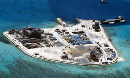 Tensione tra Cina e Usa: nave americana nelle acque delle isole artificiali Spratly. Pechino protesta