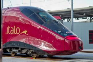Italo Treno assume hostess e steward: requisiti e come candidarsi