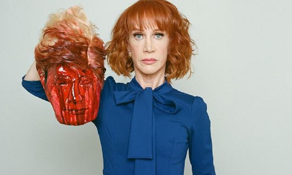Kathy Griffin, la comica americana posta una foto della testa decapitata di Trump