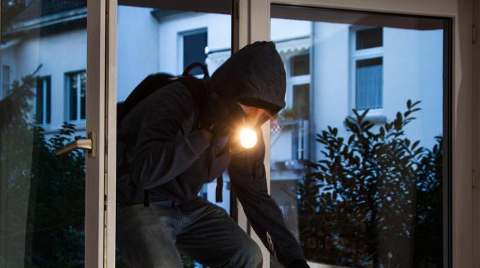 """Intervista col ladro d'appartamento rumeno: """"Rubo in Italia perché è più sicuro"""""""