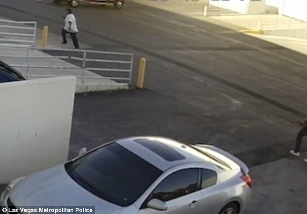 Las Vegas, ruba auto ma non sa usare cambio manuale