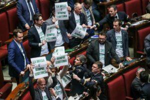 """Legittima difesa, salta accordo tra Pd e Forza Italia. Berlusconi: """"Voteremo contro"""""""