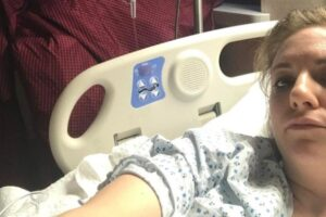 "Lena Dunham in ospedale dopo i Met Gala 2017: ""Soffro di endometriosi"""