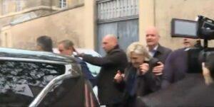 Marine Le Pen contestata a Reims: nuovo lancio di uova